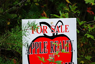 Apple Realty sign