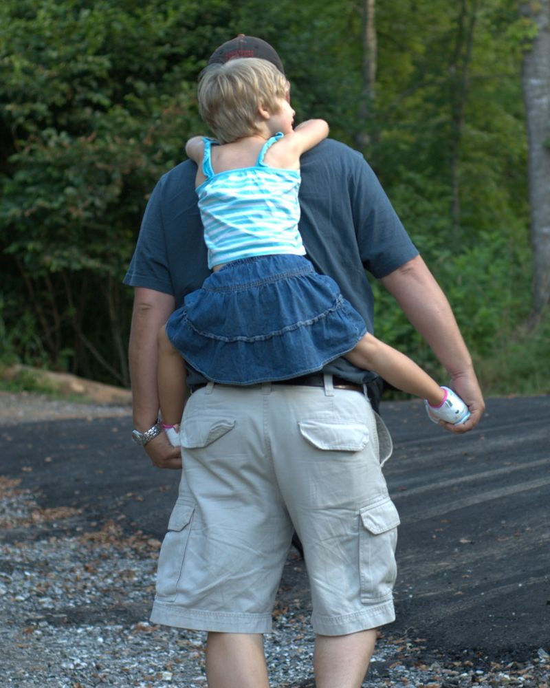 Piggy back ride Uncle Stephen 07 18 09 1758x2197.NEF